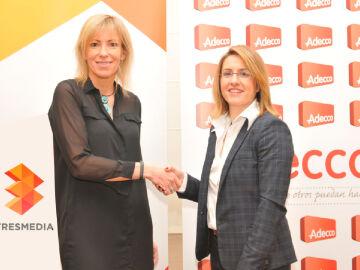 Margarita Álvarez Pérez de Zabalza (izda) y Patricia Pérez firmaron el acuerdo