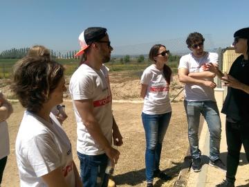 Los voluntarios de Atresmedia colaboran con la protectora de animales ANAA