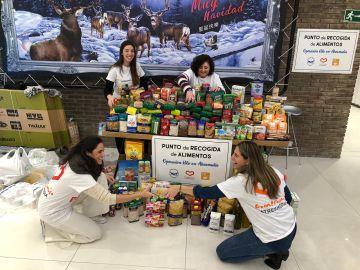 Los empleados de Atresmedia donan más de 500 kilos de alimentos en Navidad