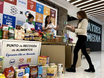 Los empleados de Atresmedia donan 420 kilos de alimentos en Navidad