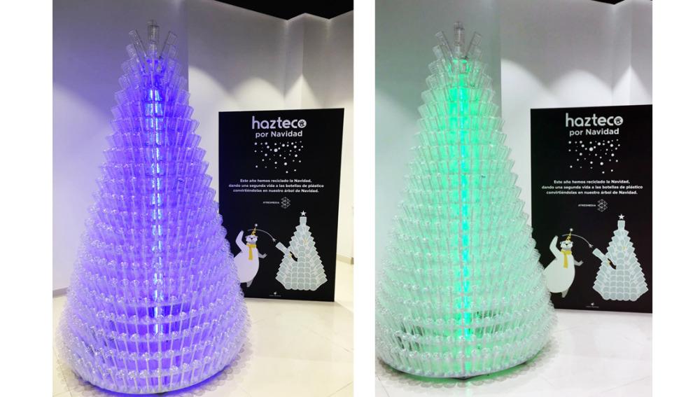 Árbol de Navidad hecho con botellas recicladas