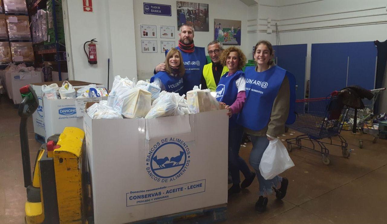 Voluntarios Atresmedia clasifican 10.000 kilos de alimentos  de la Gran Recogida de Madrid