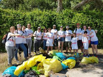 Voluntarios Atresmedia limpian de basuraleza el Monte del Pardo con el proyecto Libera