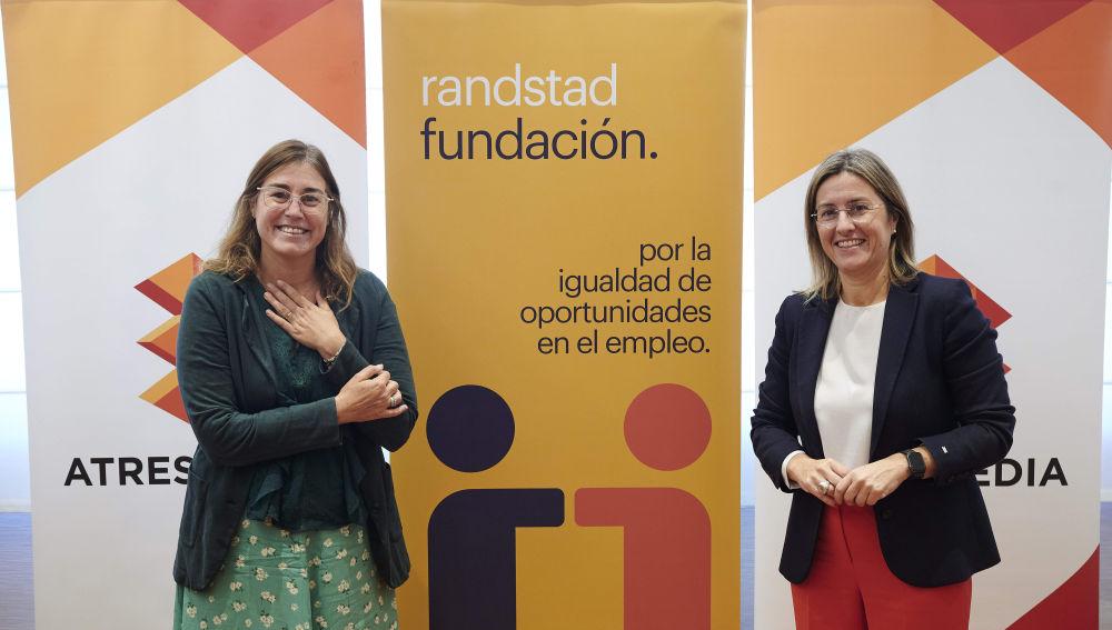 MaríaViver y Patricia Pérez durante la firma de las Becas MasMedia
